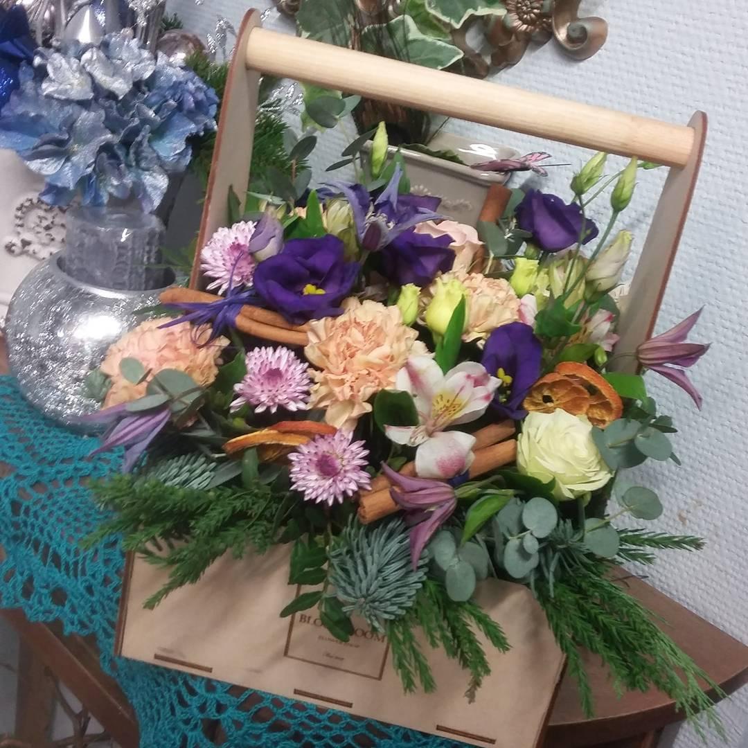 Совсем чуть-чуть осталось до нового года. А пока дарите близким радость???? Ул. Ветошникова д.131. ☎(347)266-59-77 ????+7 927 236 59 77. Сайт www.bloomboom.ru#flowers#доставкацветовуфа#цветыуфа#цветы#уфа
