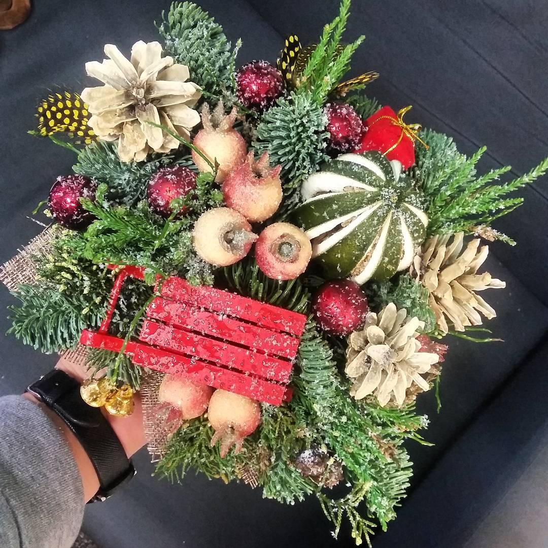 Композиции комплименты к новому году! В наличии и на заказ???? Ул. Ветошникова д.131. ☎(347)266-59-77 ????+7 927 236 59 77. Сайт www.bloomboom.ru#flowers#доставкацветовуфа#цветыуфа#цветы#уфа