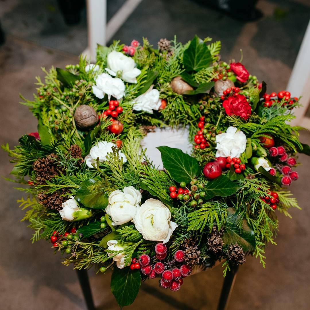 Композиции и веночки в наличии и на заказ. Звони и бронируй.???? Ул. Ветошникова д.131. ☎(347)266-59-77 ????+7 927 236 59 77. Сайт www.bloomboom.ru#flowers#доставкацветовуфа#цветыуфа#цветы#уфа
