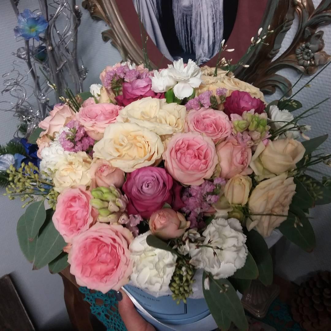 Всем доброго утра! Рады видеть вас в новом году!  Ул. Ветошникова д.131. ☎(347)266-59-77 ????+7 927 236 59 77. Сайт www.bloomboom.ru#flowers#доставкацветовуфа#цветыуфа#цветы#уфа