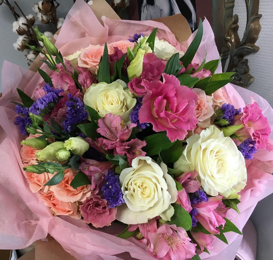 Выходные самое время позаботиться о букете на 8 марта. Напоминаем, что при заказе до 5 марта приятные цены ????  Ул. Ветошникова д.131. ☎(347)266-59-77 ????+7 927 236 59 77. Сайт www.bloomboom.ru#flowers#доставкацветовуфа#цветыуфа#цветы#уфа